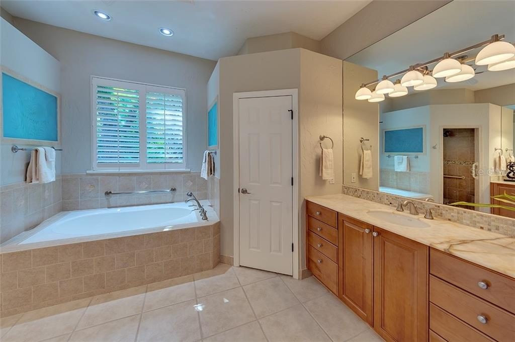 Master bath with large spa tub. - Single Family Home for sale at 2972 Jeff Myers Cir, Sarasota, FL 34240 - MLS Number is A4424133