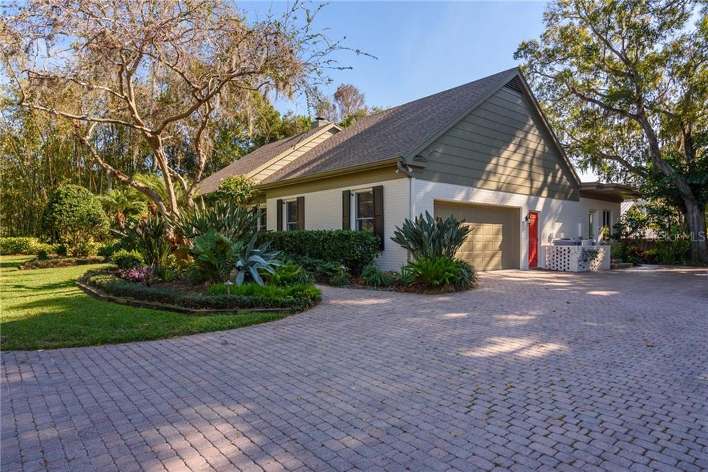 Single Family Home for sale at 1418 Ladue Ln, Sarasota, FL 34231 - MLS Number is A4426164