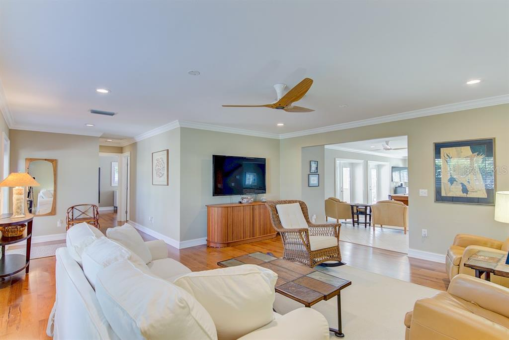 Living Room - Single Family Home for sale at 622 Dundee Ln, Holmes Beach, FL 34217 - MLS Number is A4426329