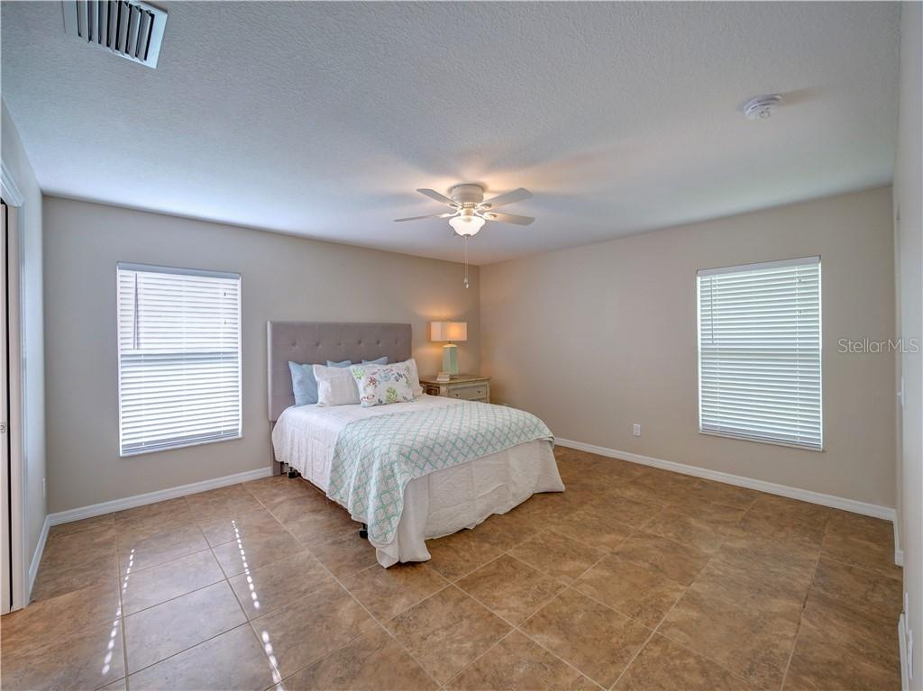 Large master bedroom - Single Family Home for sale at 2558 Oneida Rd, Venice, FL 34293 - MLS Number is A4428145