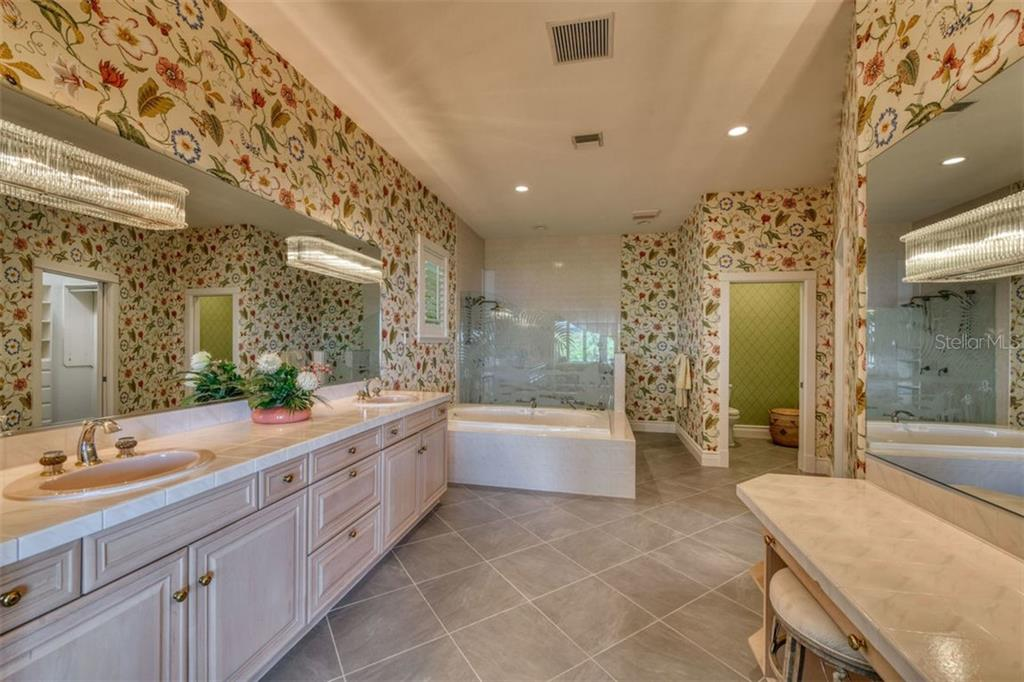 Spacious Master bath, dual sinks, soaker tub, large walk-in shower, vanity, California closets - Single Family Home for sale at 737 Eagle Point Dr, Venice, FL 34285 - MLS Number is A4428917