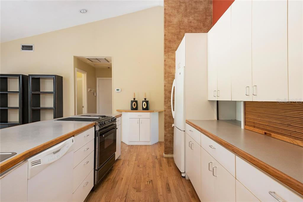 Kitchen light and bright. - Single Family Home for sale at 1302 Roberts Bay Ln, Sarasota, FL 34242 - MLS Number is A4433097