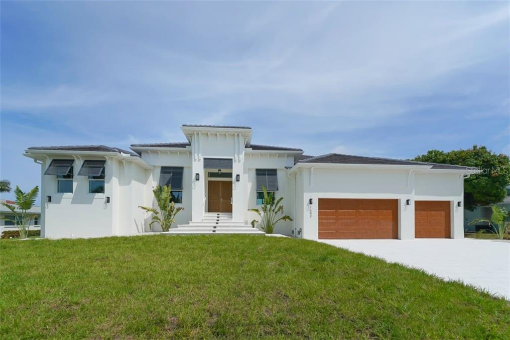 Single Family Home for sale at 1643 Stanford Ln, Sarasota, FL 34231 - MLS Number is A4435709