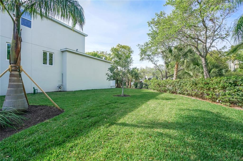 Single Family Home for sale at 1555 Sandpiper Ln, Sarasota, FL 34239 - MLS Number is A4436047