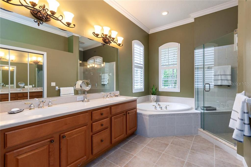Master bathroom with garden tub and walk in shower - Single Family Home for sale at 13818 Nighthawk Ter, Lakewood Ranch, FL 34202 - MLS Number is A4438487