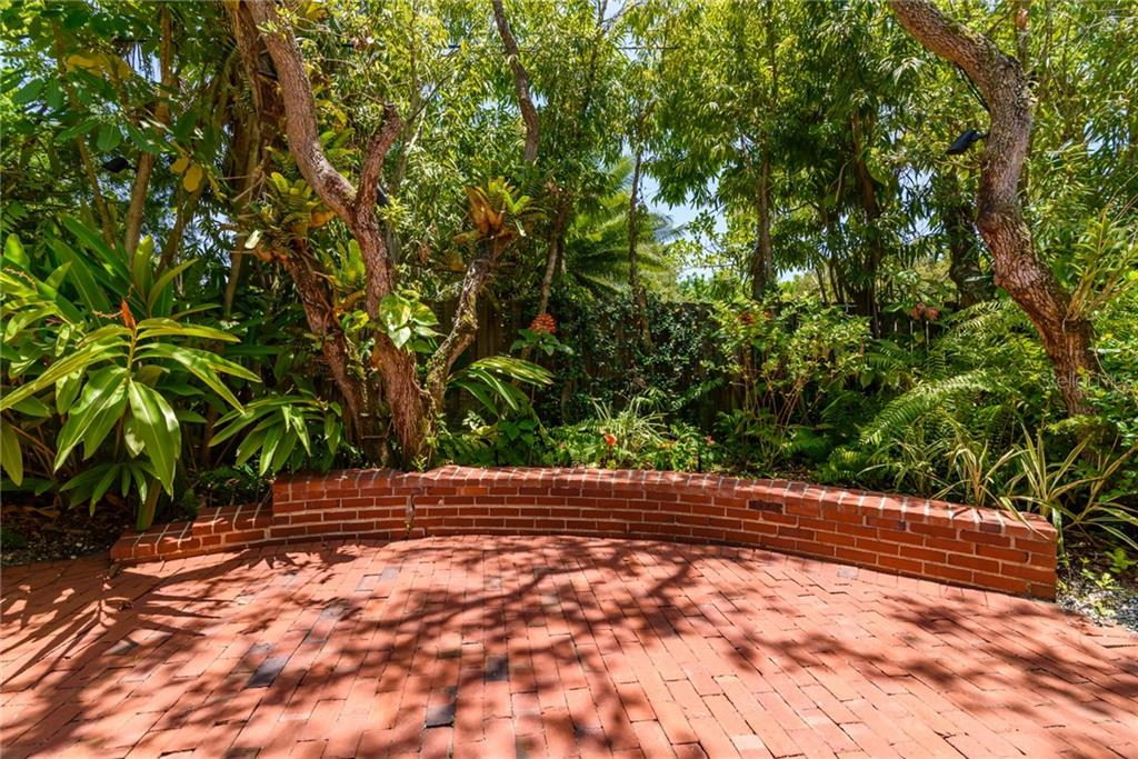 Brick patio w/ sitting bench border - Single Family Home for sale at 8511 Heron Lagoon Cir, Sarasota, FL 34242 - MLS Number is A4439489