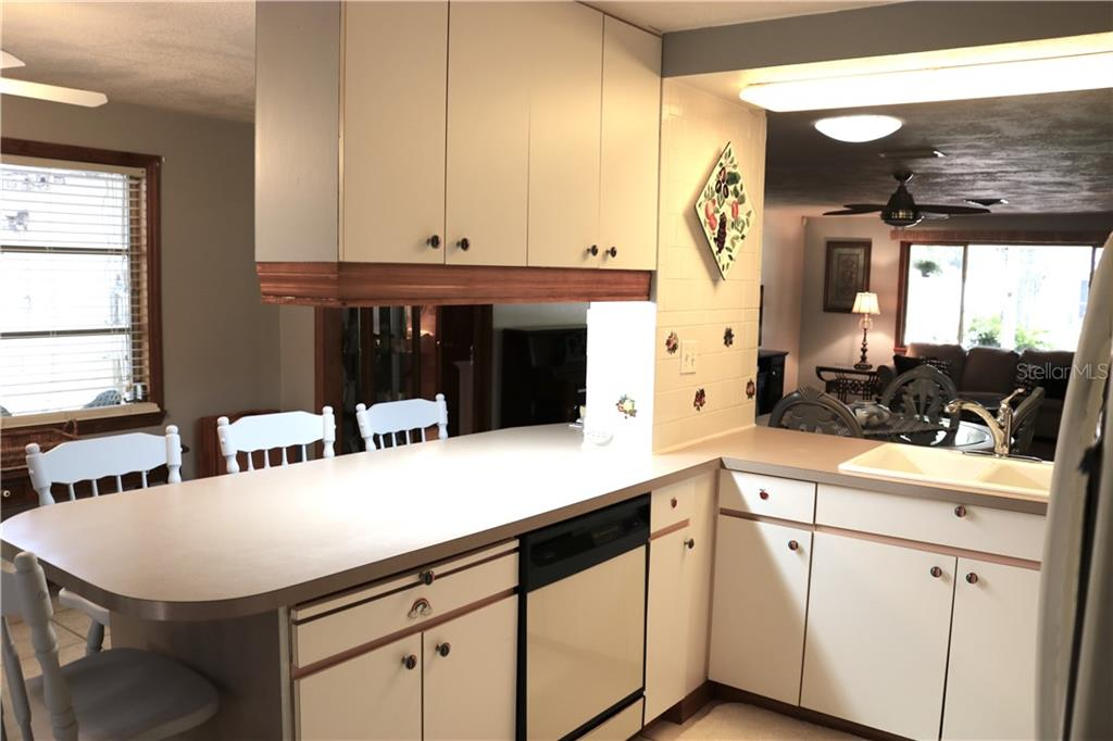 A large u-shaped kitchen with a breakfast bar holds quite a few possibilities. - Single Family Home for sale at 2220 Pine Ter, Sarasota, FL 34231 - MLS Number is A4440562