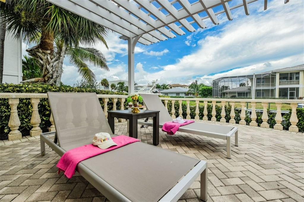 Single Family Home for sale at 560 Chipping Ln, Longboat Key, FL 34228 - MLS Number is A4445252