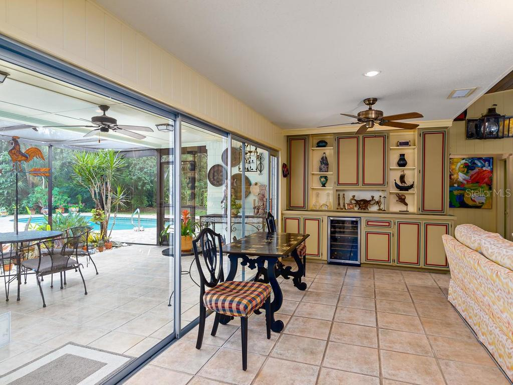 Single Family Home for sale at 8552 Heron Lagoon Cir, Sarasota, FL 34242 - MLS Number is A4448351