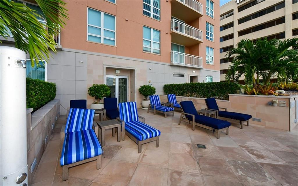 Eating area next to the herb garden - Condo for sale at 1350 Main St #804, Sarasota, FL 34236 - MLS Number is A4451085