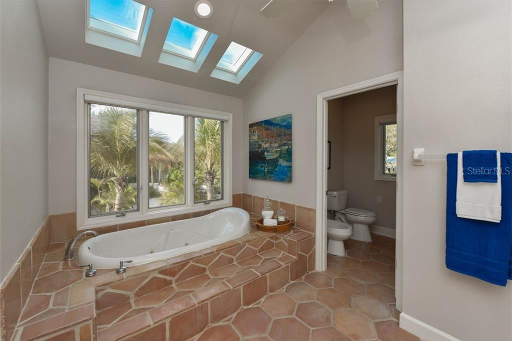 Master with large tub. - Single Family Home for sale at 1027 N Casey Key Rd, Osprey, FL 34229 - MLS Number is A4451976