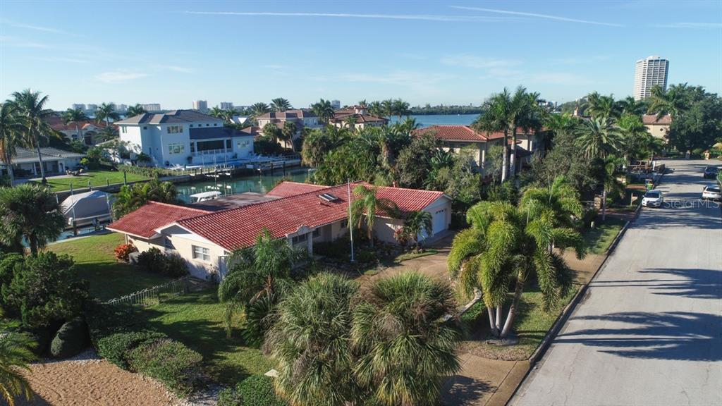 Single Family Home for sale at 114 N Warbler Ln, Sarasota, FL 34236 - MLS Number is A4456336