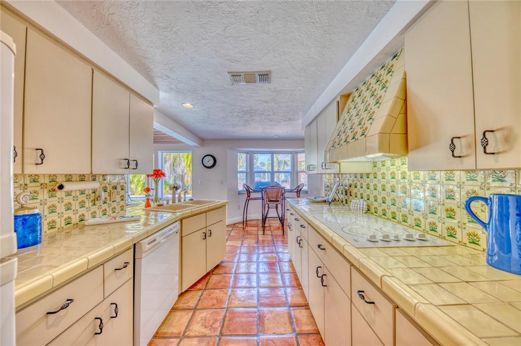 Single Family Home for sale at 521 Givens St, Sarasota, FL 34242 - MLS Number is A4456981