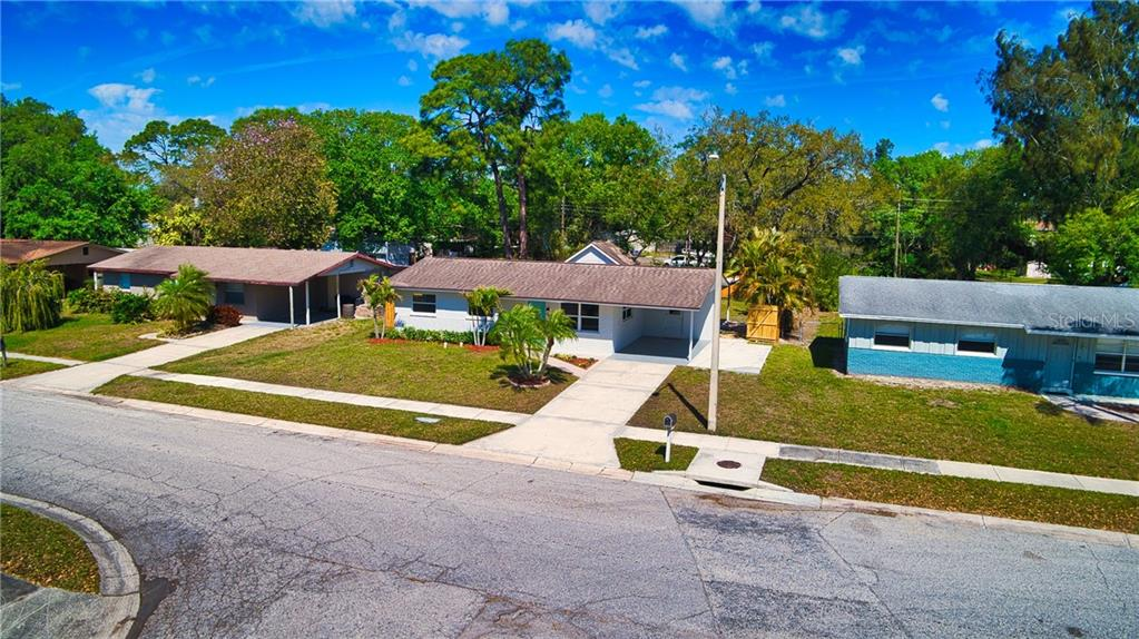 Single Family Home for sale at 5057 Bell Meade Dr, Sarasota, FL 34232 - MLS Number is A4461883