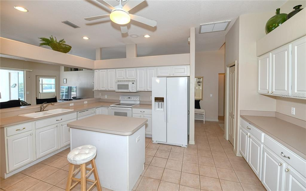 Island for prep work, serving - Villa for sale at 4605 Samoset Dr, Sarasota, FL 34241 - MLS Number is A4463082
