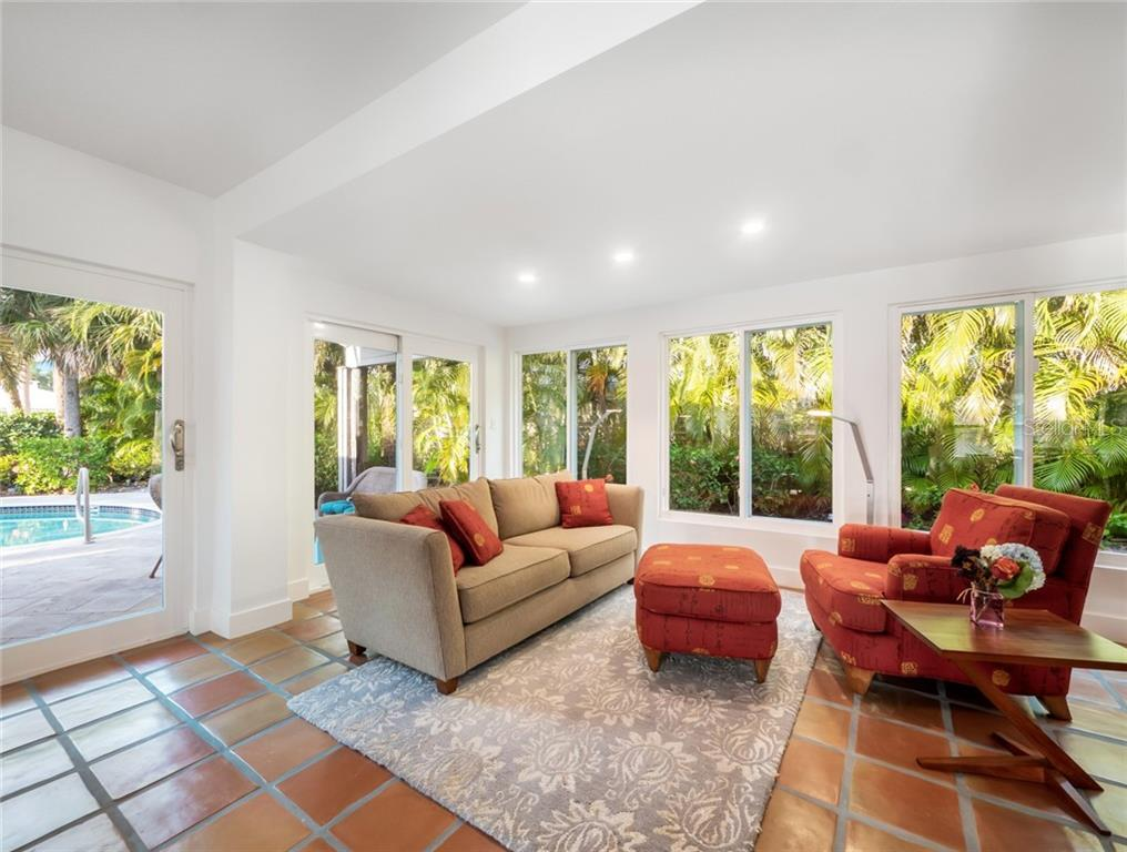 Single Family Home for sale at 409 N Washington Dr, Sarasota, FL 34236 - MLS Number is A4463343