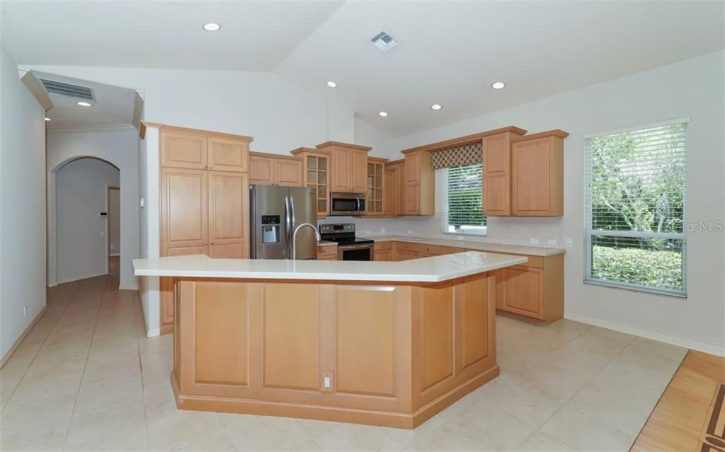 Breakfast bar, kitchen - Single Family Home for sale at 462 E Macewen Dr, Osprey, FL 34229 - MLS Number is A4476181