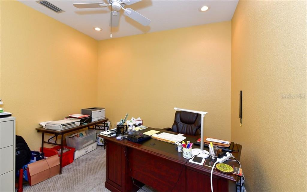 Den/office space, could be closed in for a 3rd BDR. - Villa for sale at 4812 Lakescene Pl, Sarasota, FL 34243 - MLS Number is A4486070