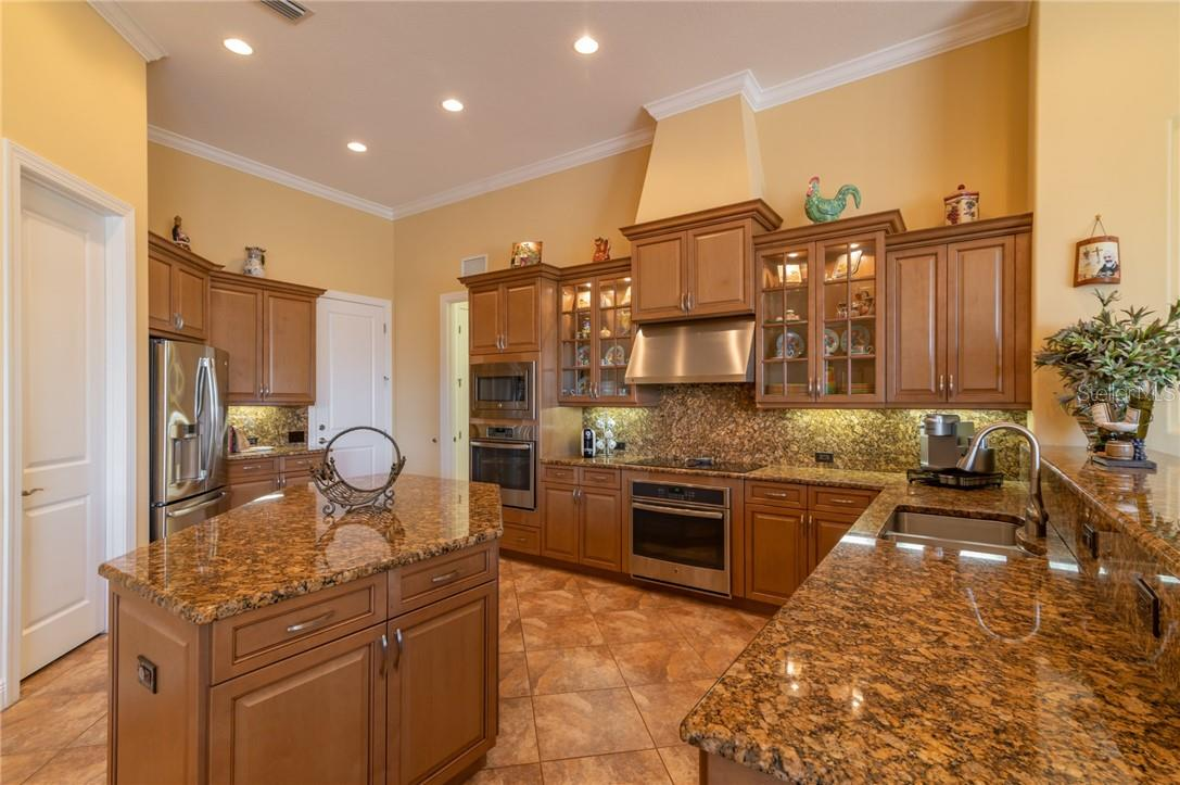 Kitchen - Single Family Home for sale at 11720 Rive Isle Run, Parrish, FL 34219 - MLS Number is A4486302