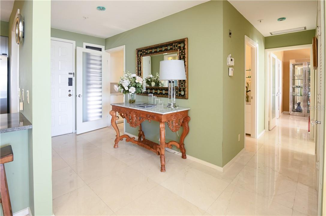 Living-Dining Room Combo with Breakfast Counter-Top - Condo for sale at 1945 Gulf Of Mexico Dr #M2-505, Longboat Key, FL 34228 - MLS Number is A4489188