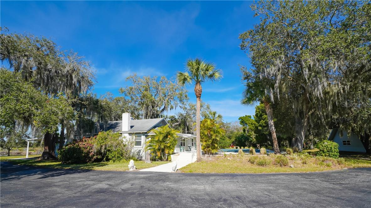 Single Family Home for sale at 7112 Prospect Rd, Sarasota, FL 34243 - MLS Number is A4489294