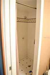 Master bathroom - Single Family Home for sale at 1019 51st Ave E, Bradenton, FL 34203 - MLS Number is A4185257