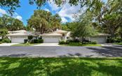 7013 Woodside Oaks Cir, Sarasota, FL 34231