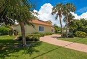 Single Family Home for sale at 5555 Cape Leyte Dr, Sarasota, FL 34242 - MLS Number is A4468671