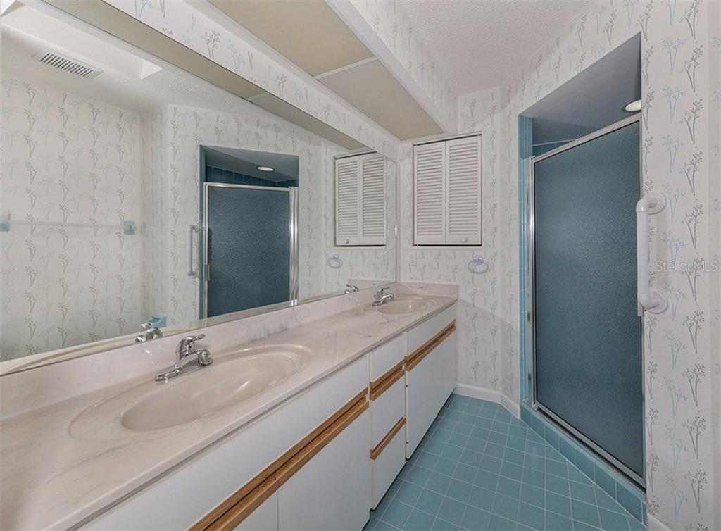 Master Bath - Single Family Home for sale at 3160 Willow Springs Cir, Venice, FL 34293 - MLS Number is N5912811