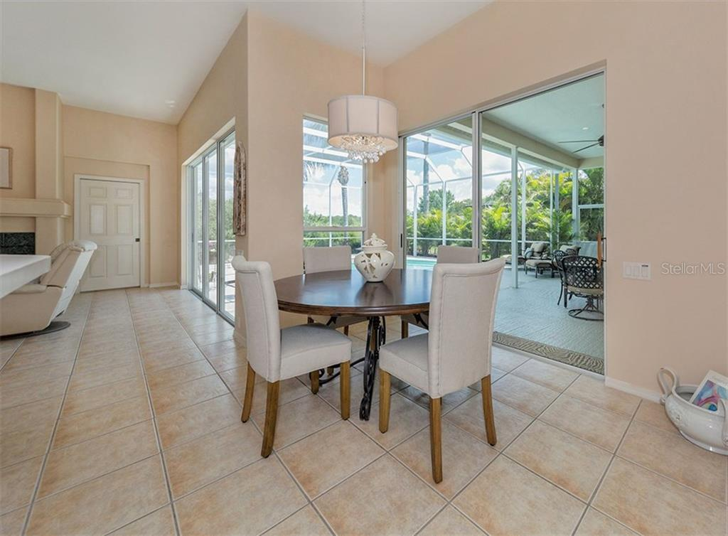 Eat In Area Off The Kitchen - Single Family Home for sale at 279 Royal Oak Way, Venice, FL 34292 - MLS Number is N5912986