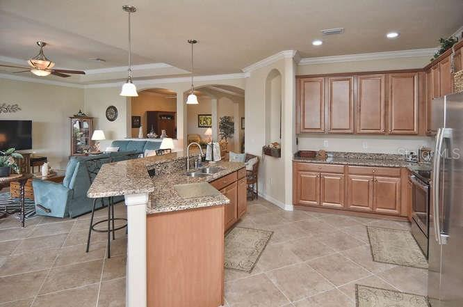 Spacious kitchen with breakfast bar with pendant lights above - Single Family Home for sale at 13210 Amerigo Ln, Venice, FL 34293 - MLS Number is N5913012