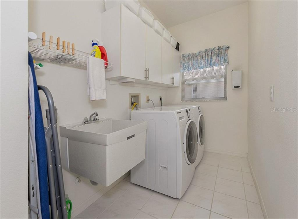 Utility room - Single Family Home for sale at 577 Park Estates Sq, Venice, FL 34293 - MLS Number is N5914129