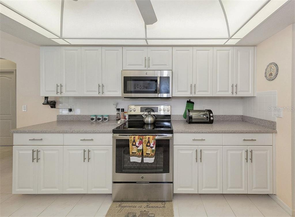 Kitchen - Single Family Home for sale at 577 Park Estates Sq, Venice, FL 34293 - MLS Number is N5914129