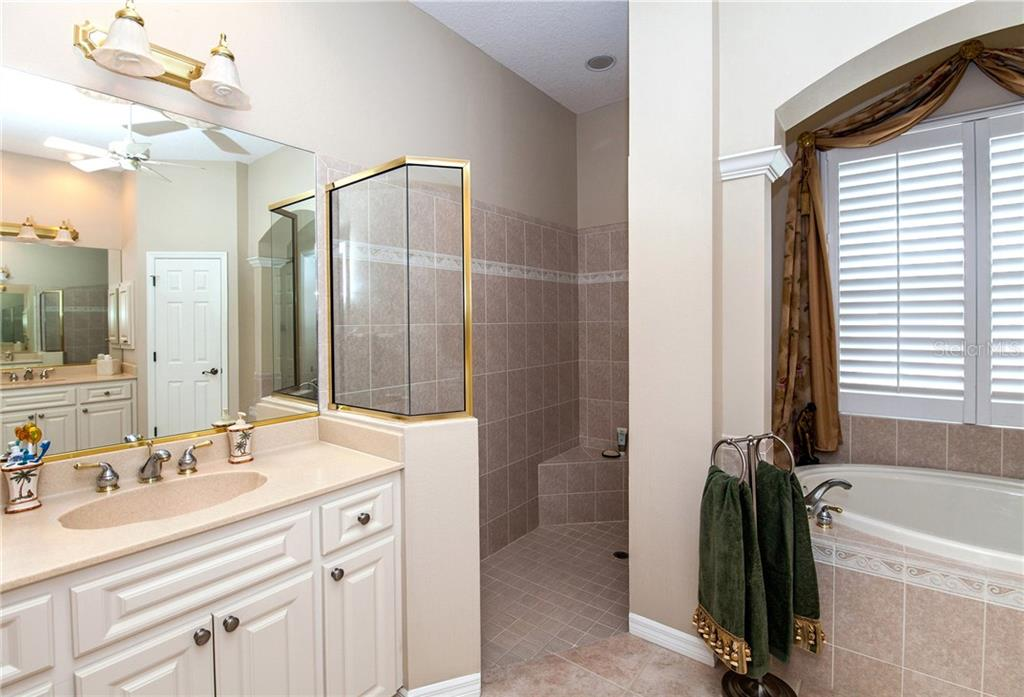 Master Bath Showing 2nd Vanity and Roman Shower - Single Family Home for sale at 366 Turtleback Xing, Venice, FL 34292 - MLS Number is N5914504