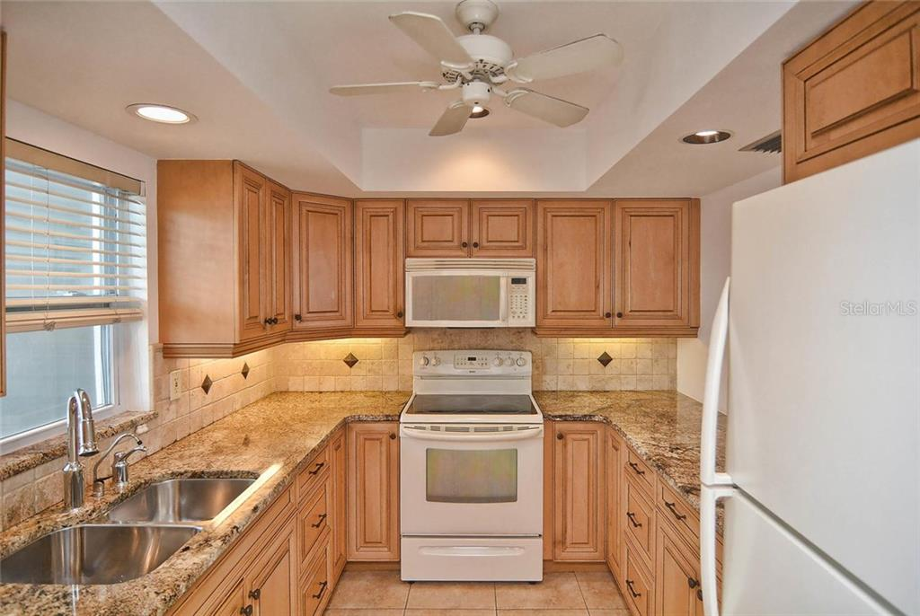 Kitchen - Condo for sale at 333 The Esplanade N #402, Venice, FL 34285 - MLS Number is N5914981