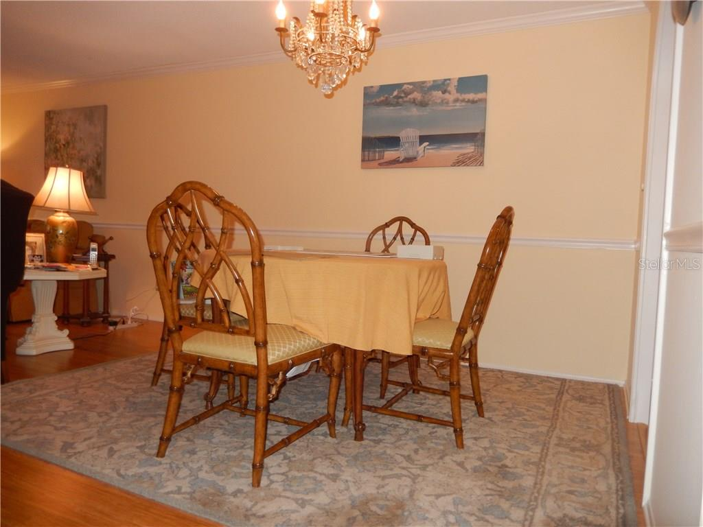 Dining area with chair rail, bamboo flooring. - Condo for sale at 500 The Esplanade N #102, Venice, FL 34285 - MLS Number is N5915924