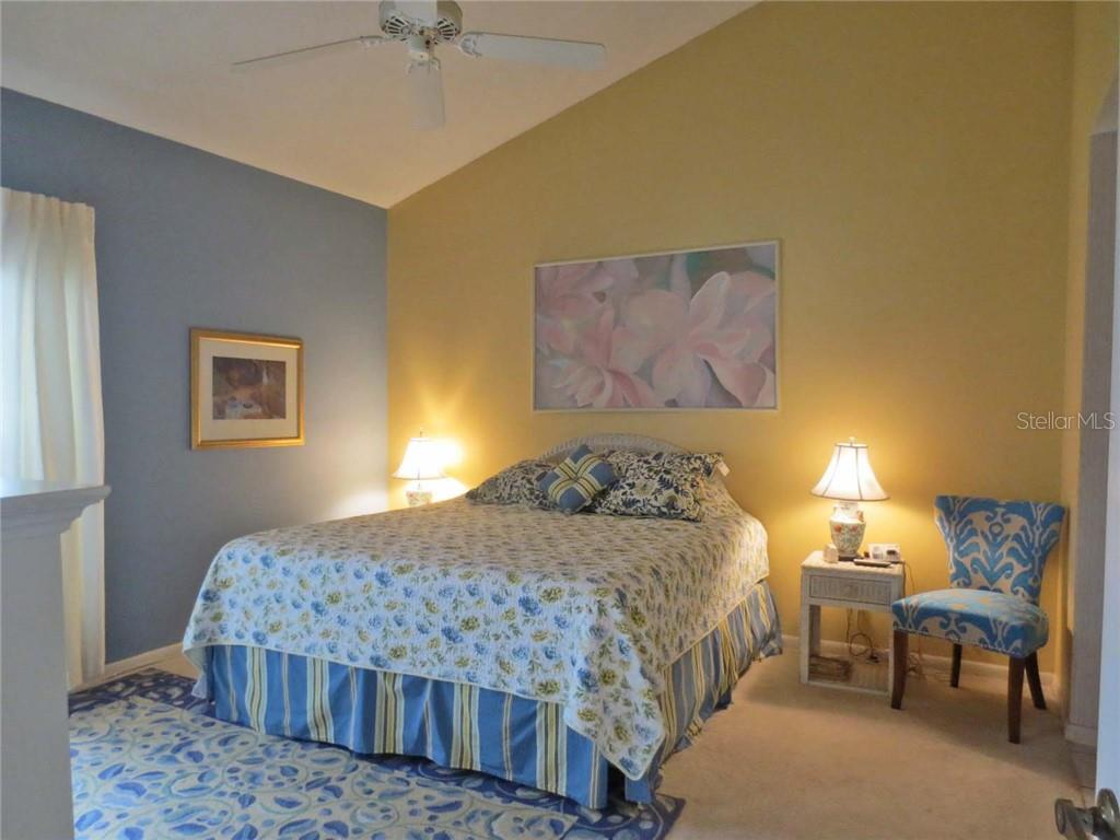 Master bedroom - Villa for sale at 151 Inlets Blvd #151, Nokomis, FL 34275 - MLS Number is N6100469