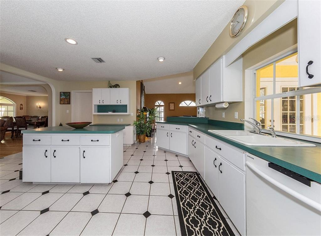 Spacious and open kitchen is centrally located in this home. - Single Family Home for sale at 620 Valencia Rd, Venice, FL 34285 - MLS Number is N6100912
