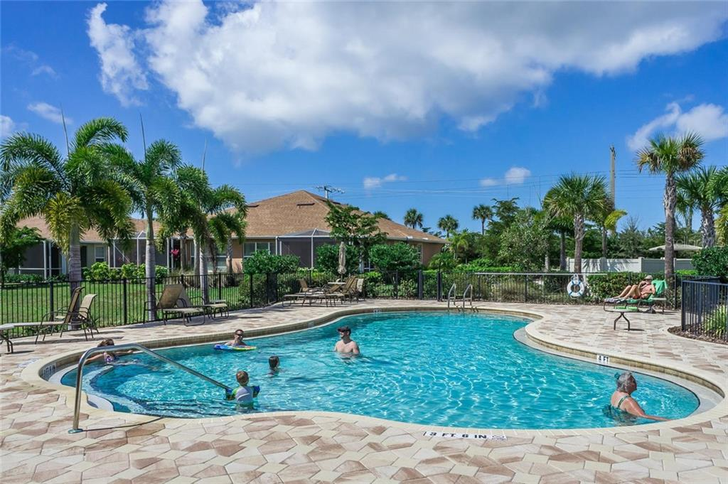 Community Pool - Single Family Home for sale at 2290 Terracina Dr, Venice, FL 34292 - MLS Number is N6101301