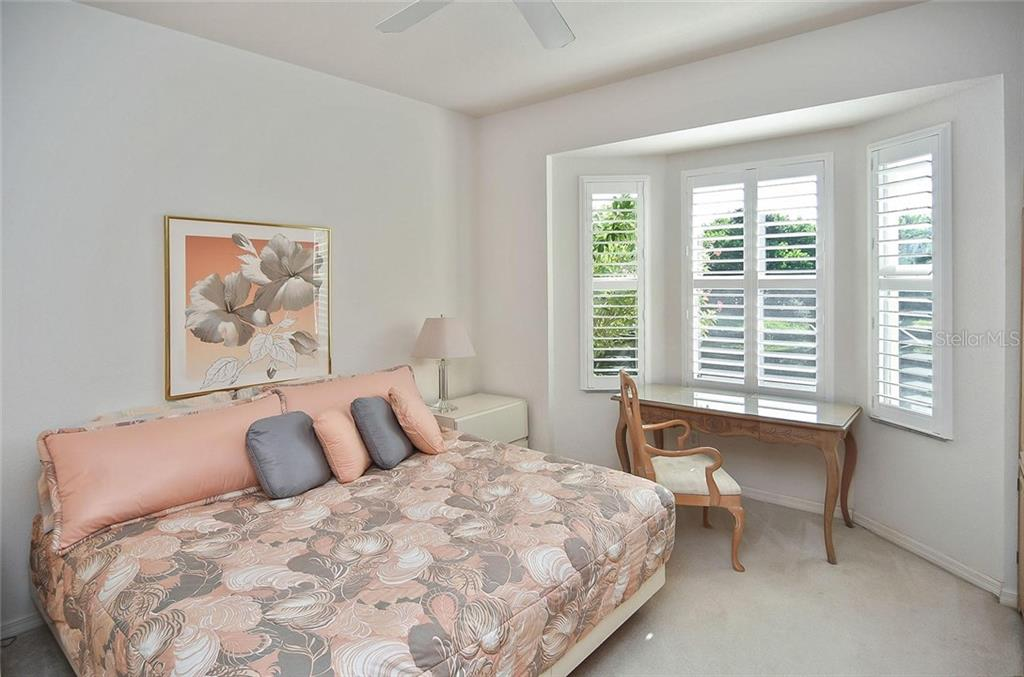 Master bedroom - Villa for sale at 1720 Fountain View Cir, Venice, FL 34292 - MLS Number is N6101363