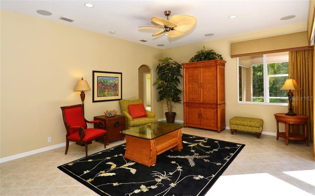 Family room - Single Family Home for sale at 913 Chickadee Dr, Venice, FL 34285 - MLS Number is N6101770