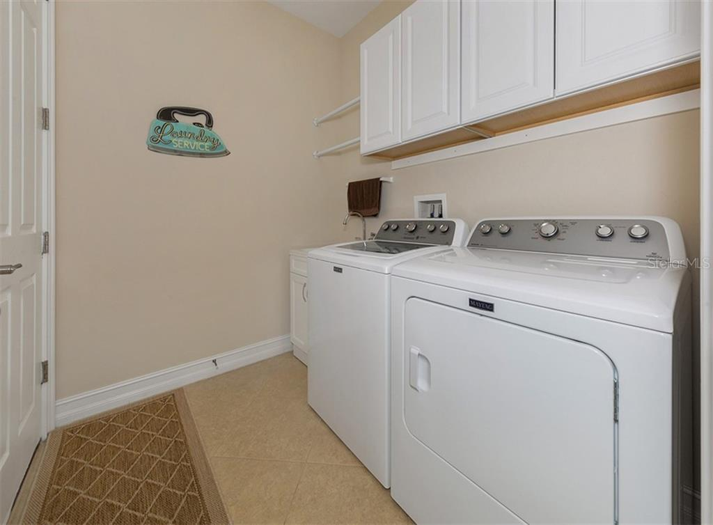 Laundry room - Single Family Home for sale at 646 Resolute St, Nokomis, FL 34275 - MLS Number is N6102035