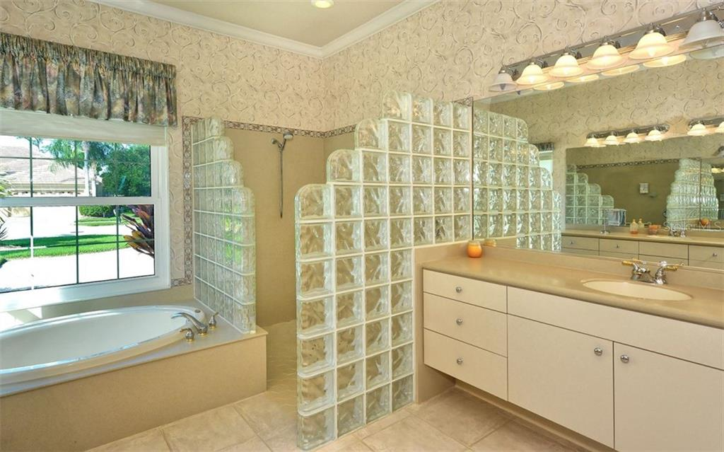 Master bath - Single Family Home for sale at 979 Chickadee Dr, Venice, FL 34285 - MLS Number is N6102266