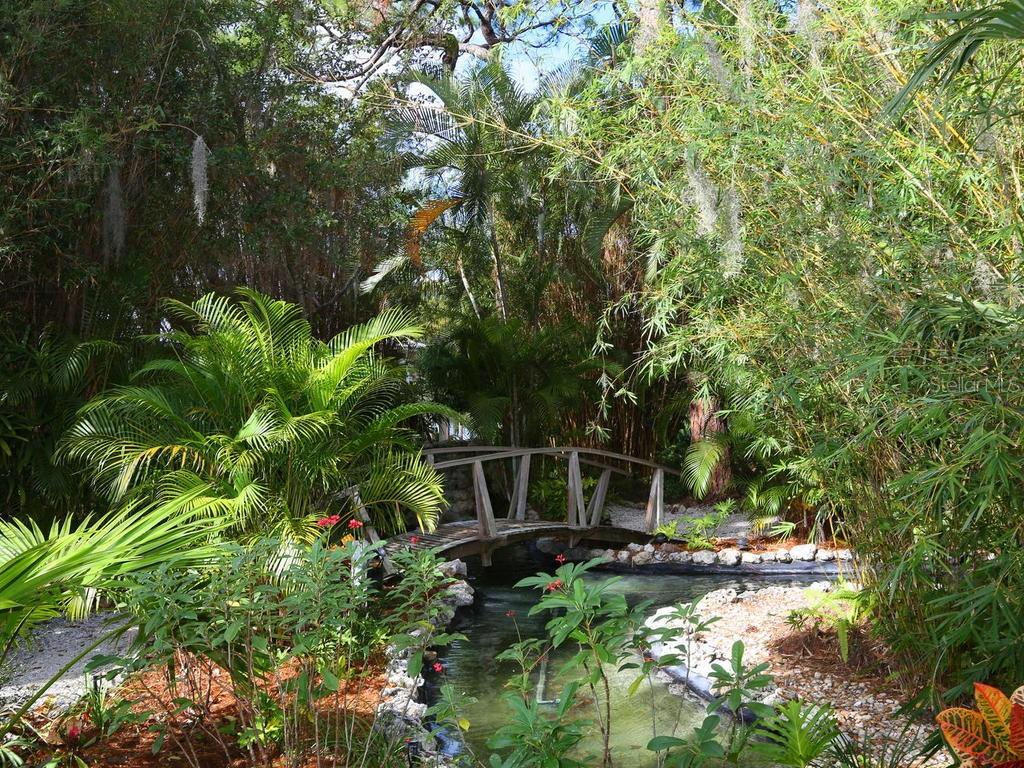 Community grounds - Single Family Home for sale at 732 Eagle Point Dr, Venice, FL 34285 - MLS Number is N6102366