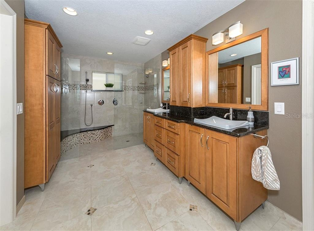 Master bathroom - Single Family Home for sale at 612 Armada Rd N, Venice, FL 34285 - MLS Number is N6102546
