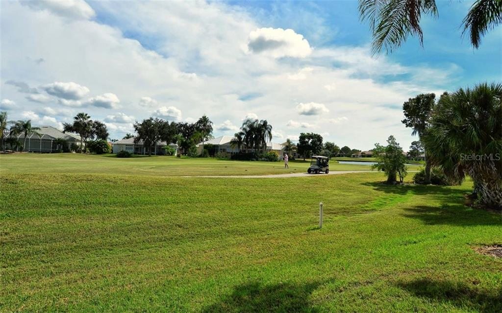 Golf course setting - Single Family Home for sale at 969 Chickadee Dr, Venice, FL 34285 - MLS Number is N6102722