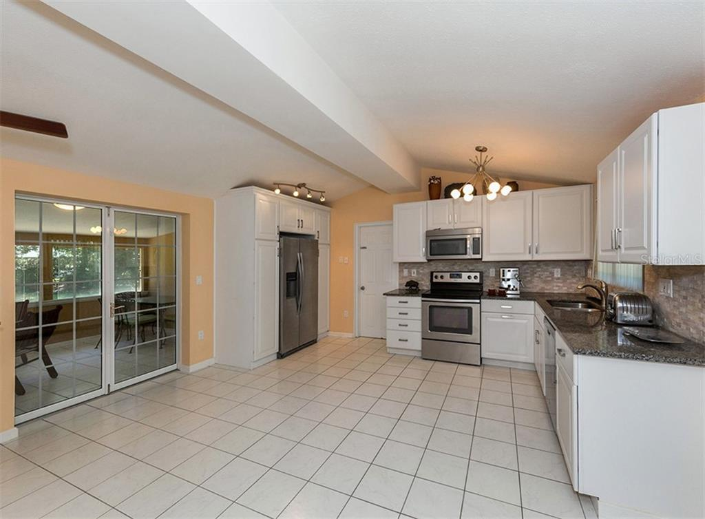 Ktichen - Single Family Home for sale at 717 Guild Dr, Venice, FL 34285 - MLS Number is N6103134