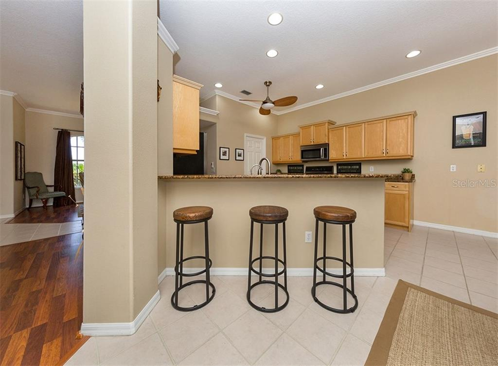 Breakfast nook, kitchen - Single Family Home for sale at 129 Wayforest Dr, Venice, FL 34292 - MLS Number is N6105216