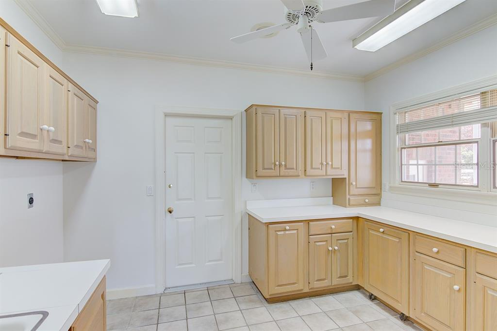 Single Family Home for sale at 708 Laguna Dr, Venice, FL 34285 - MLS Number is N6105355