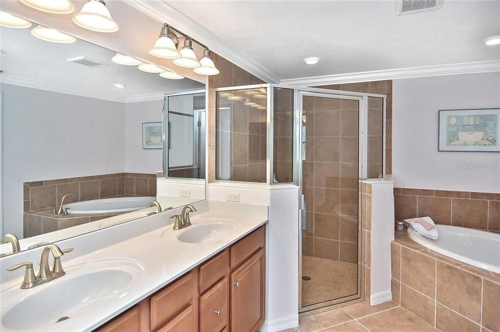 Master bath with dual sinks, walk-in shower and large soaking tub. - Condo for sale at 20111 Ragazza Cir #102, Venice, FL 34293 - MLS Number is N6105517